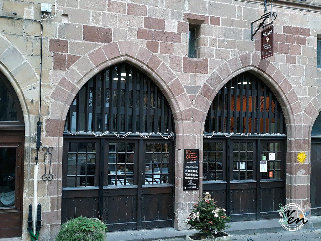 Puerta del Museo del Chocolate en Cordes sur Ciel
